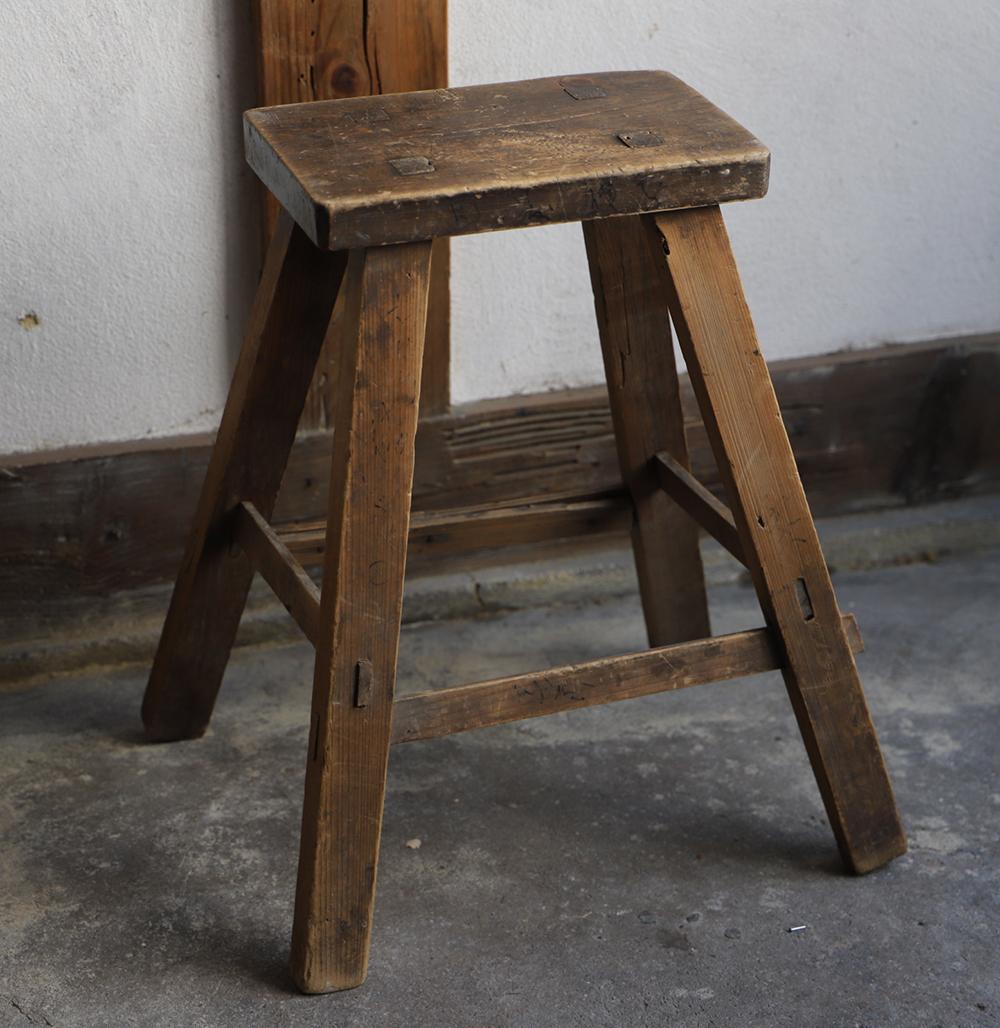木味の良い小さなスツール・脚立・椅子