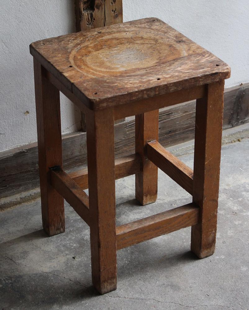 木製の角スツール・角椅子