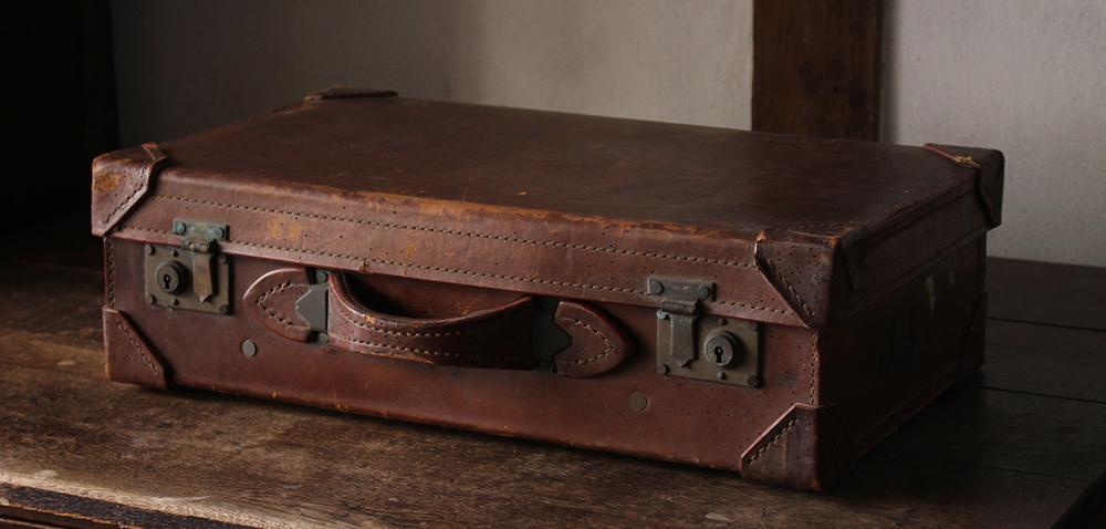 古い革のトランク