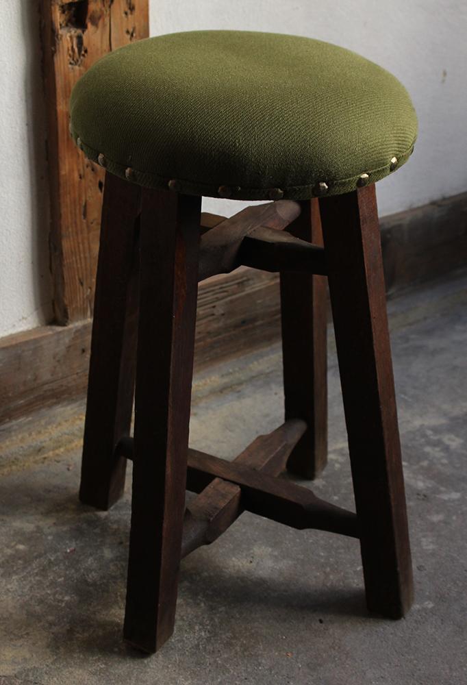 モスグリーンの布張り丸椅子・スツール