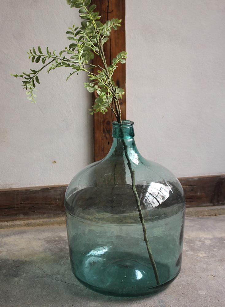 青緑色の大きなガラスボトル・デミジョンガラスボトル