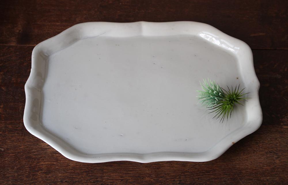 白い陶器のお盆・トレー