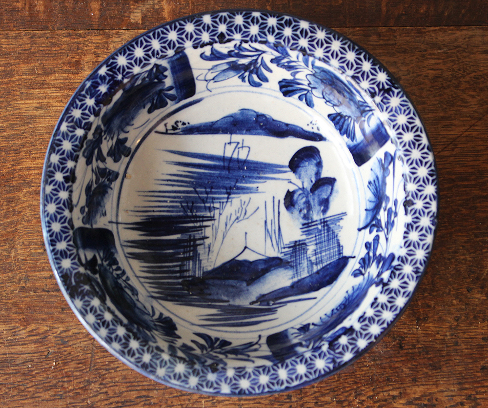 藍色の染付ベロ藍鉢・深皿
