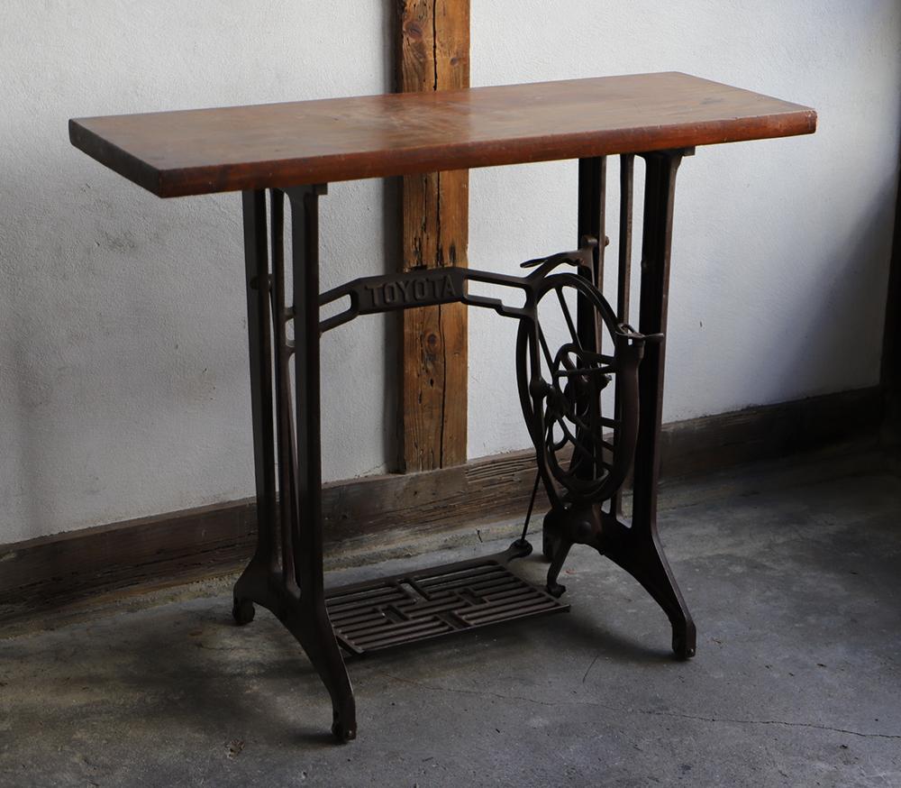 古材とアンティークミシン脚のテーブル