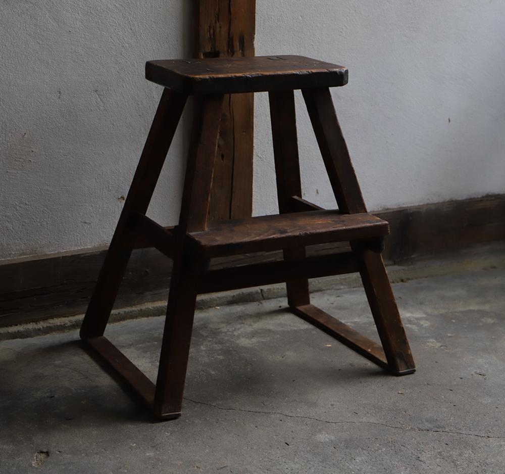 木味の良い木の踏み台