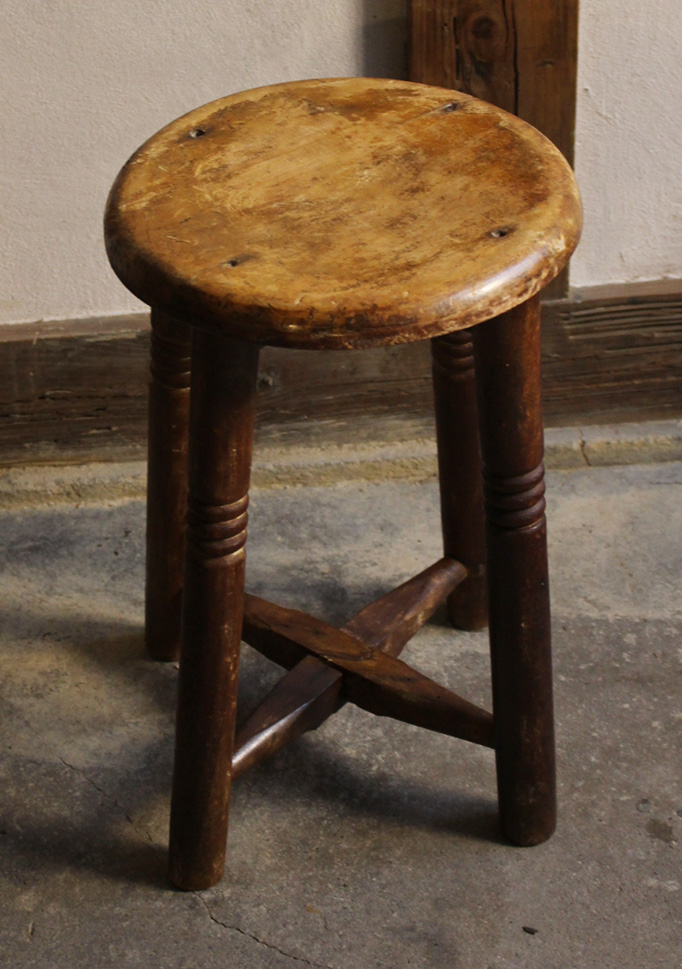 木材の良い丸椅子・スツール