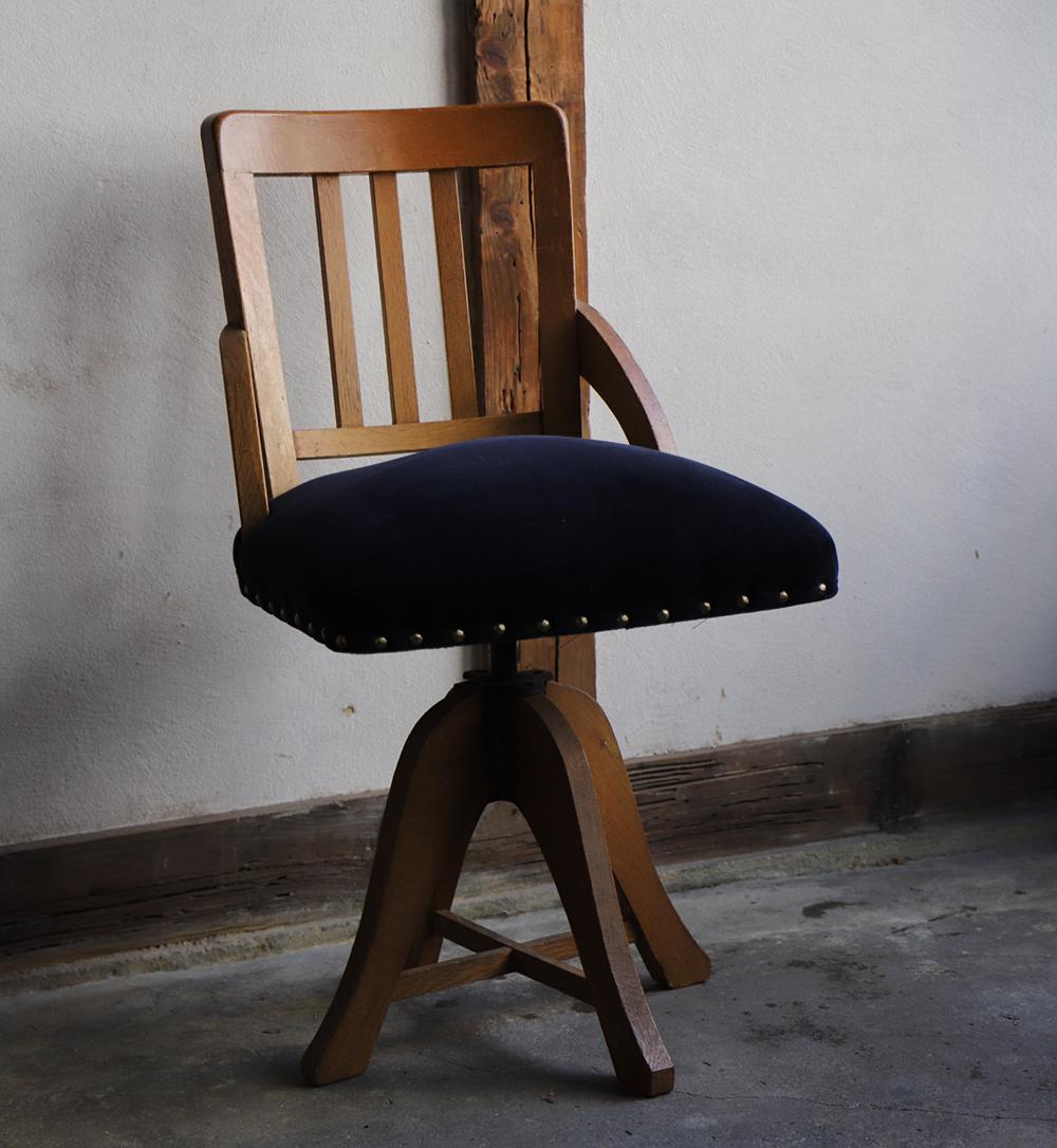 木製の回転椅子・ドクターチェア