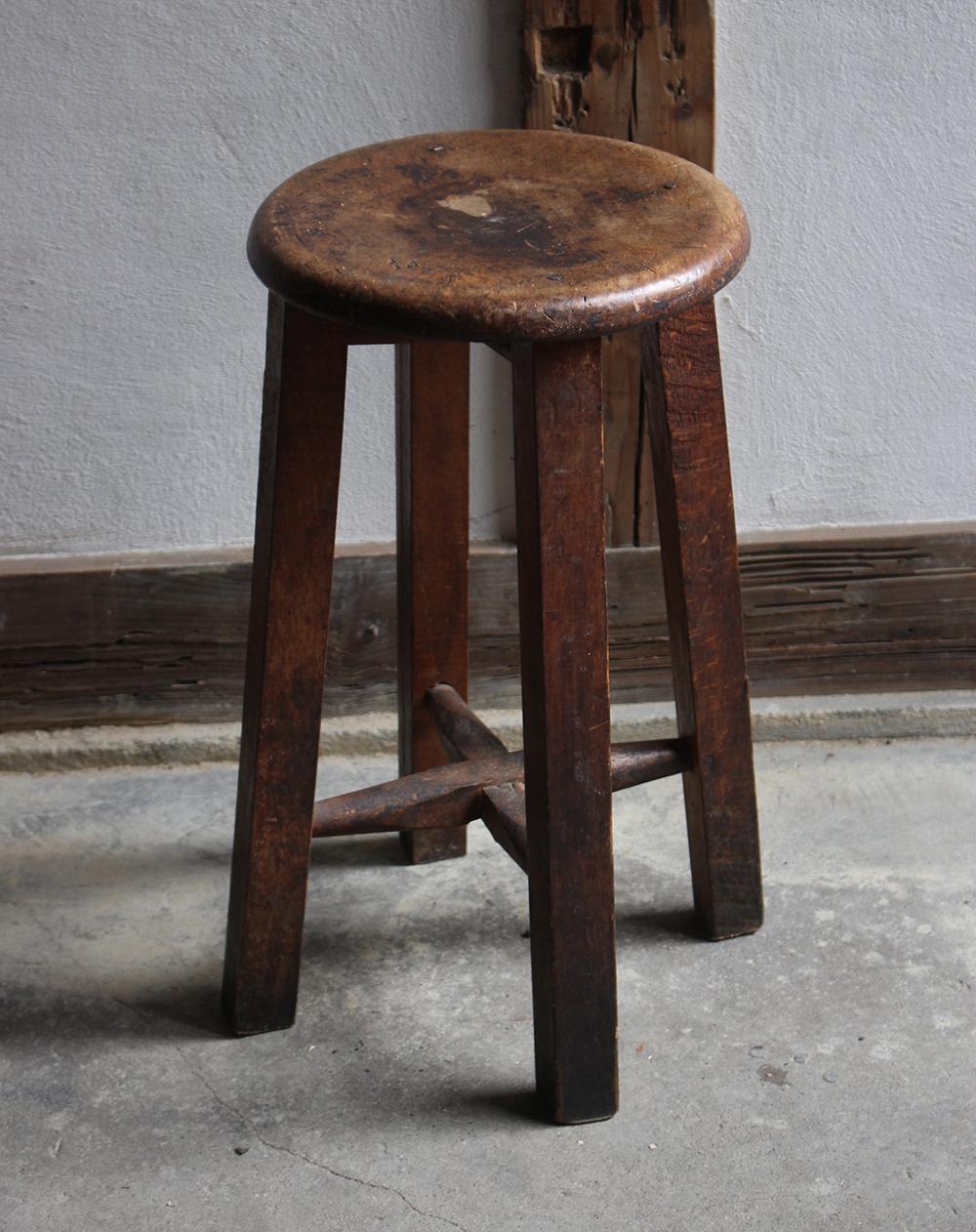 木味の良い木のスツール・丸椅子