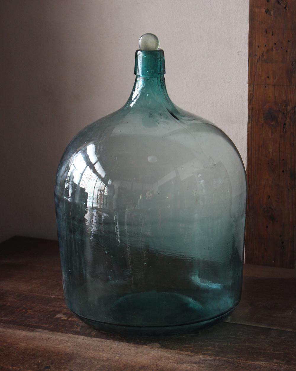 青緑色の大きなガラス瓶 デミジョンガラスボトル 蓋付き