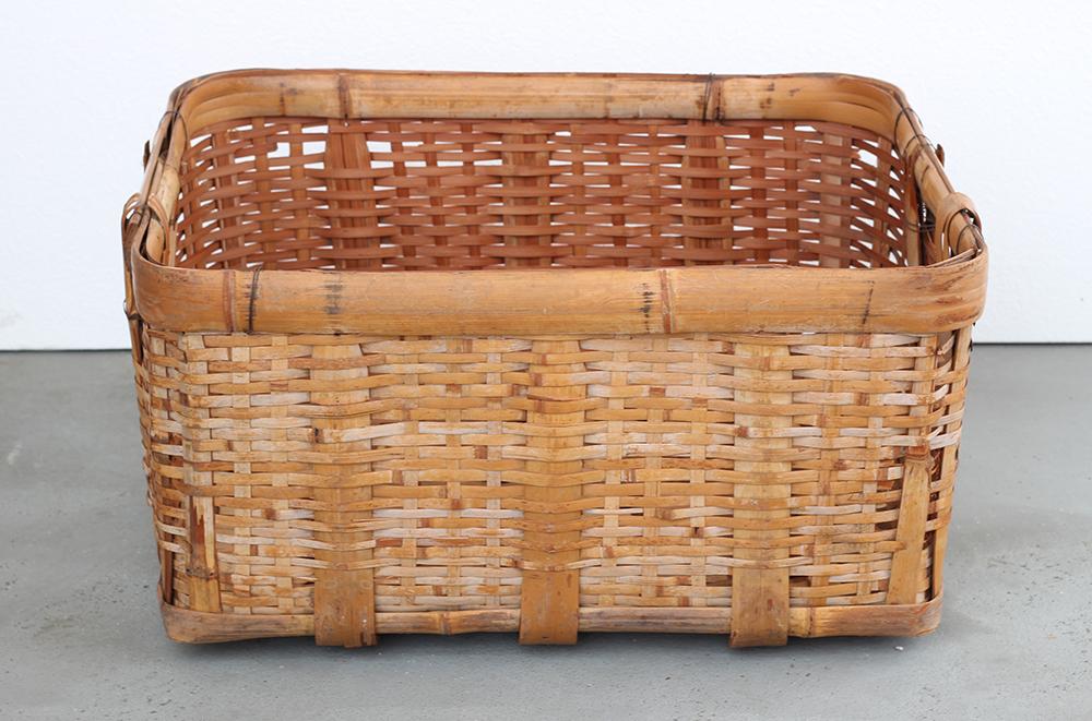 竹製の大きな籠
