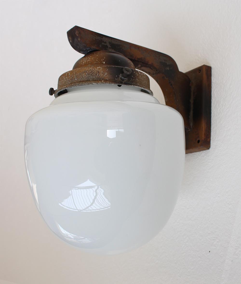 乳白ガラスのウォールランプ[金具付]