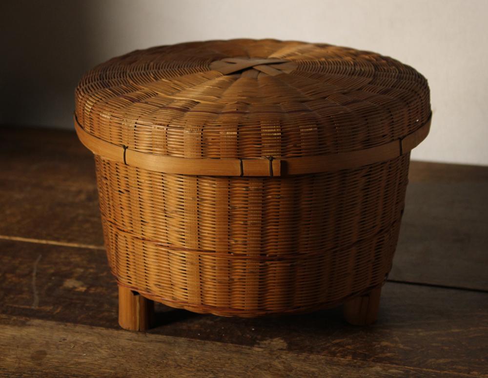 竹編みの飯籠(かご)