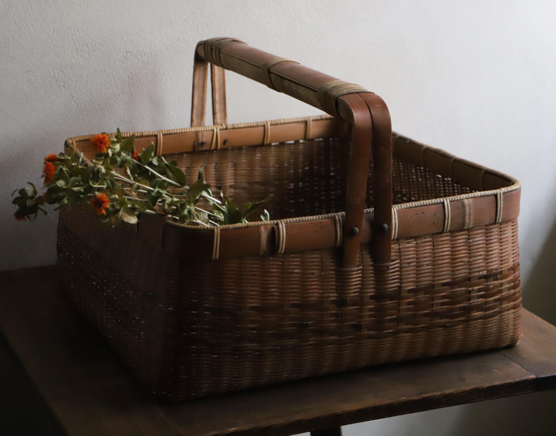 大きな竹編みのバスケット、持ち手付き籠(カゴ)
