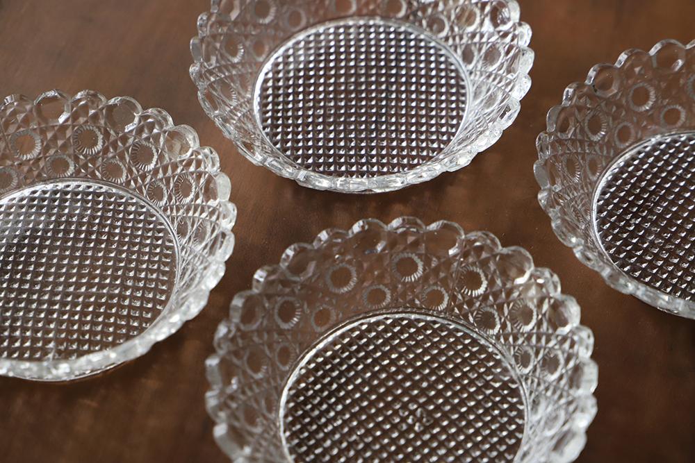 【OUTLET】丸クリスタルパターンのプレスガラスの小皿4枚セット