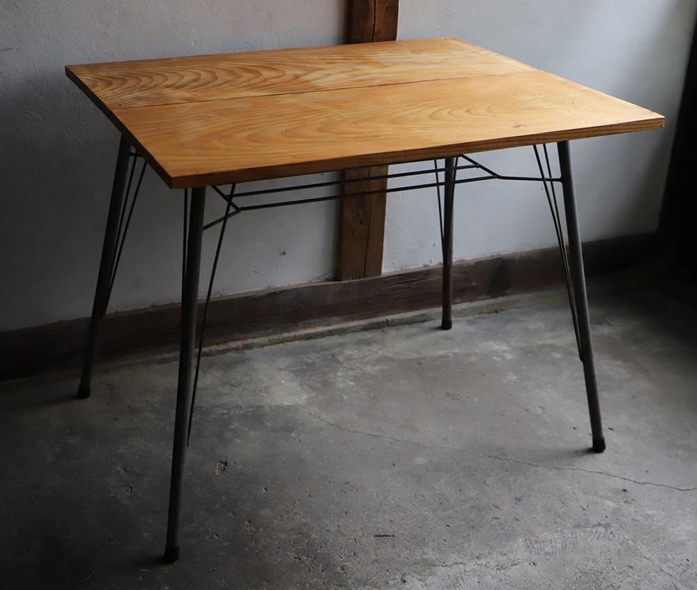 鉄脚と古材のダイニングテーブル