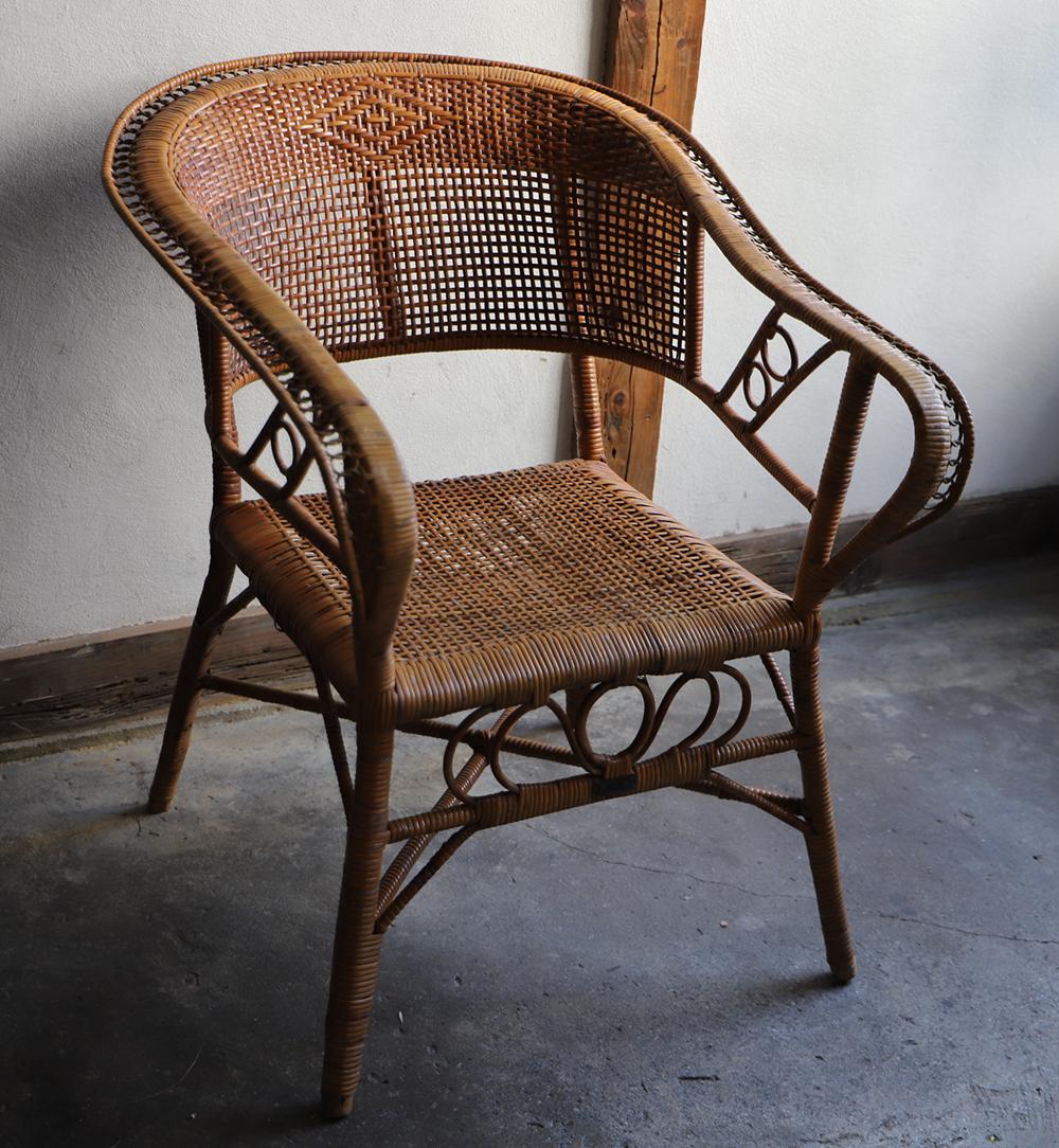 古い籐(ラタン)の椅子