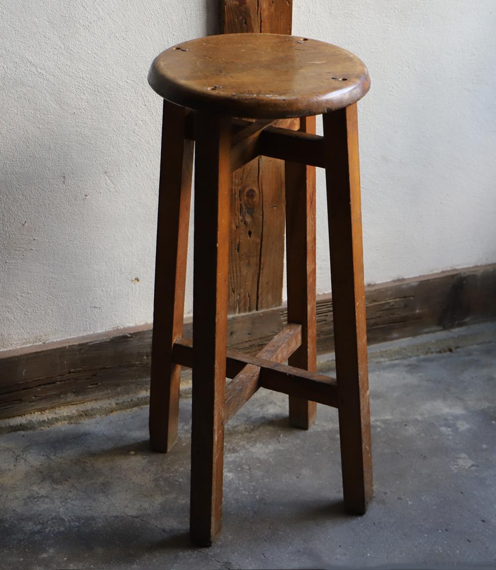 背の高い木製の丸椅子・丸スツール