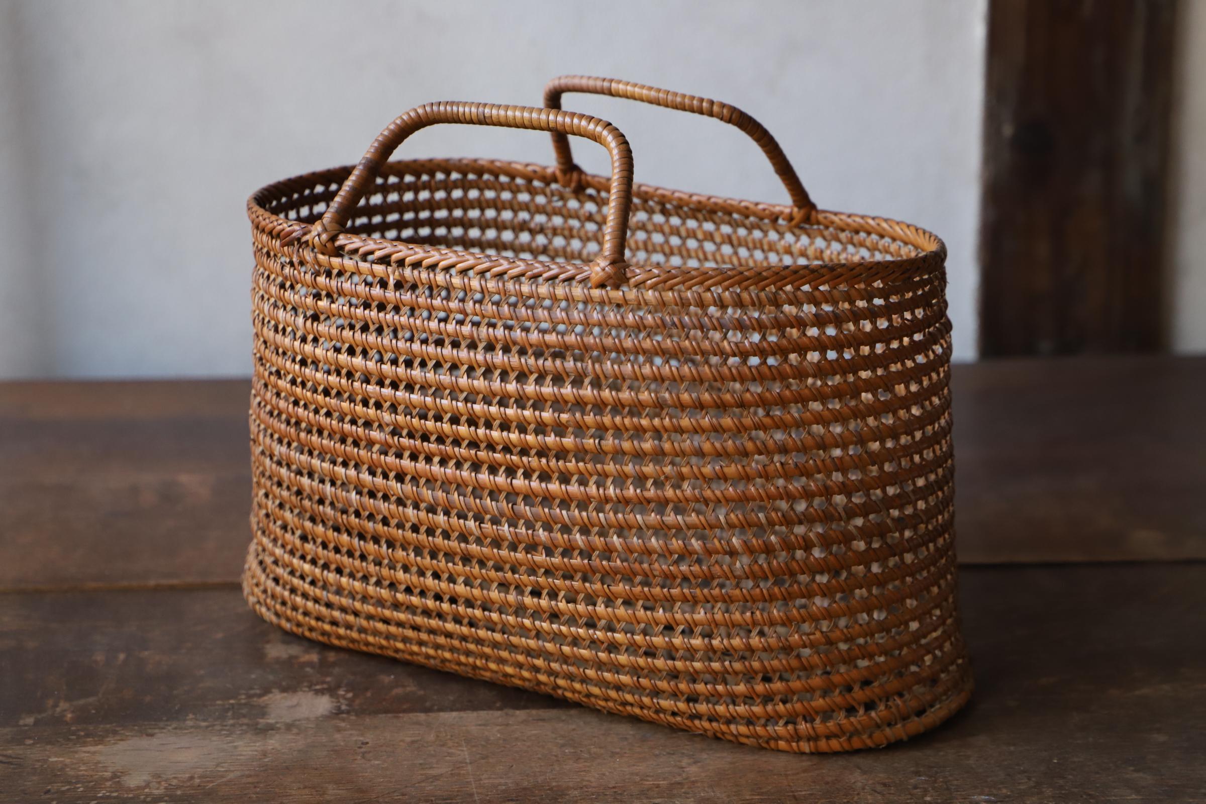 籐編の手提げ籠