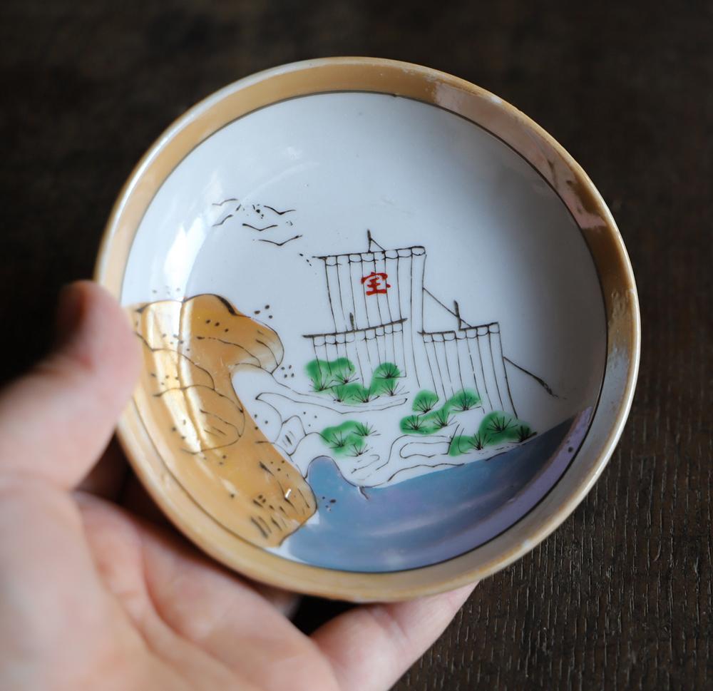 宝船の可愛らしい色絵小皿