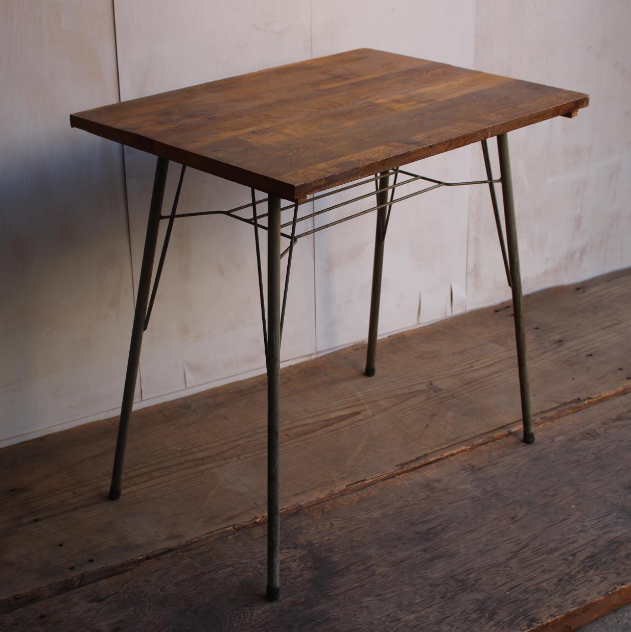 古い鉄脚と古材の組み合わせテーブル