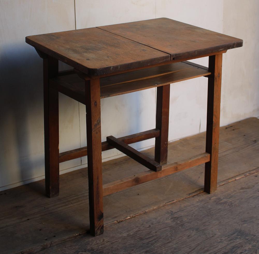 素朴な風合いの木製作業台・テーブル