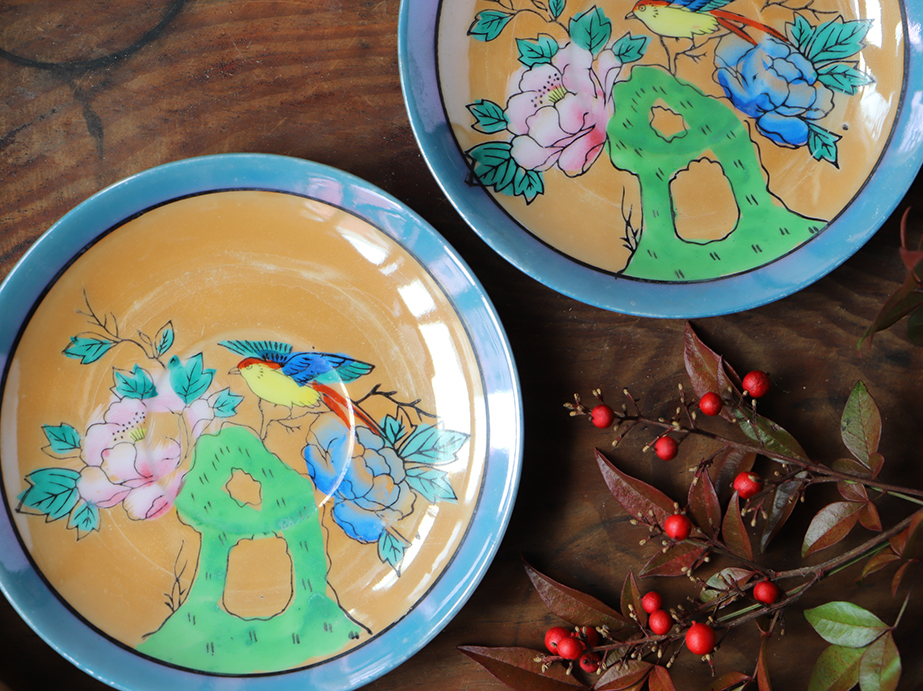 艶やかな色彩の鳥と牡丹図 オーロラ色絵の小皿