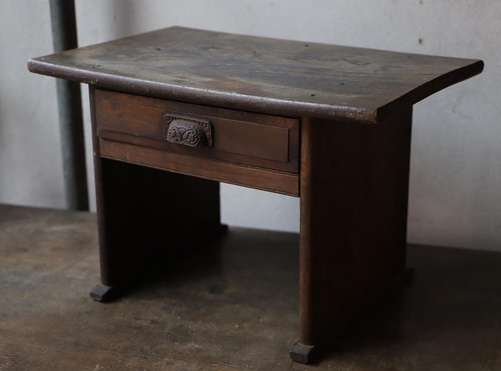 小さくて可愛い卓上机