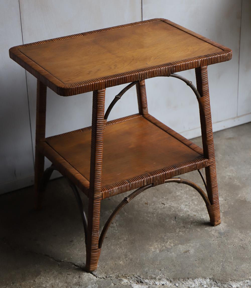 籐製のサイドテーブル