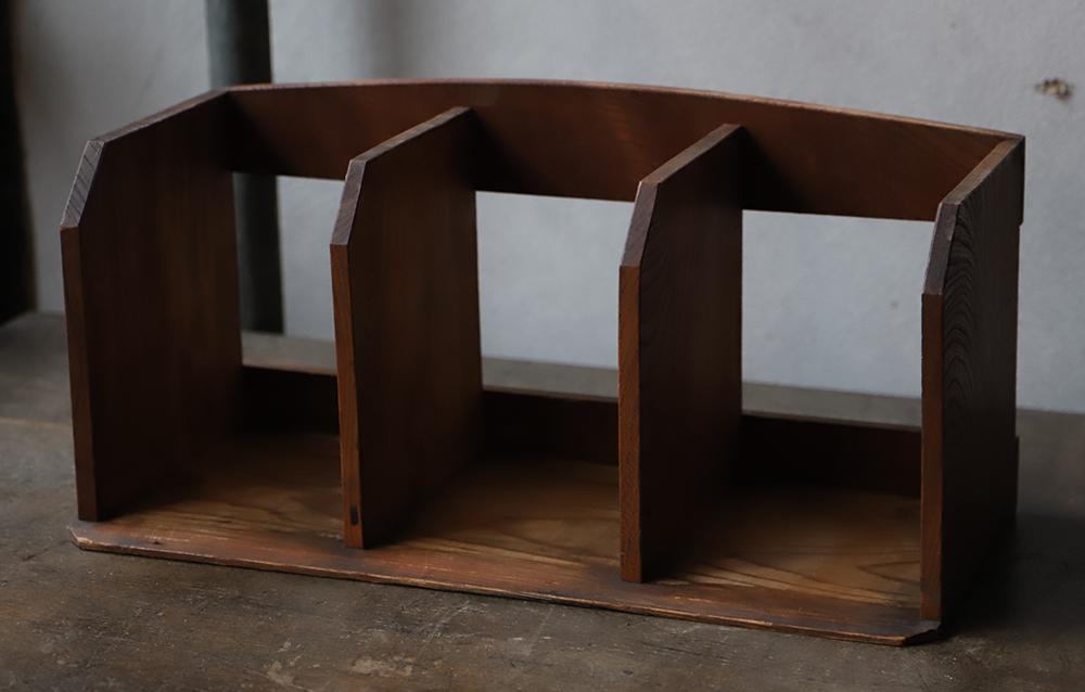 シンプルな木製本立